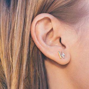 Jewelry - Gold tone t bar stud earrings